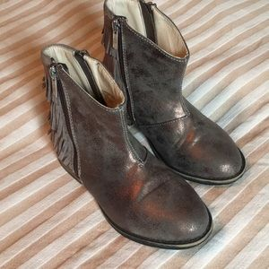 Girls Kenneth Cole fringe booties size 11.5